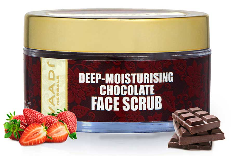 Deep Moisturising Organic Chocolate Scrub with Strawberry Extract - Softens Skin - Makes Skin Radiant (50 gms / 2 oz)