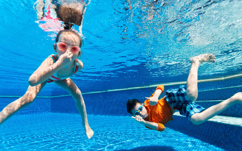 9 Fun Games to Play in the Swimming Pool