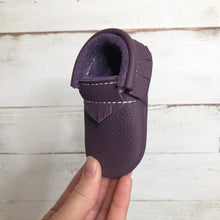 Load image into Gallery viewer, Plum Moccasins