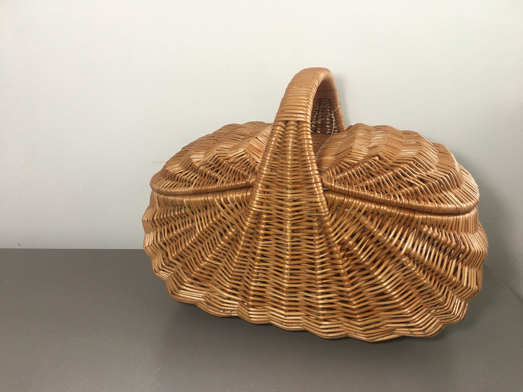 Golden Willow Picnic Basket
