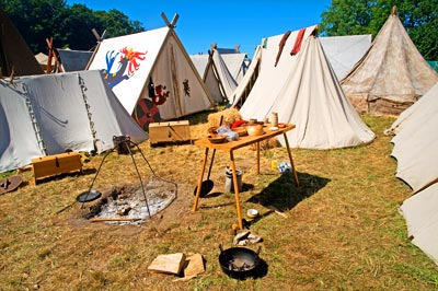 tente viking dans un camp viking