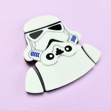 Load image into Gallery viewer, Star Wars - Stormtrooper Brooch - edenki
