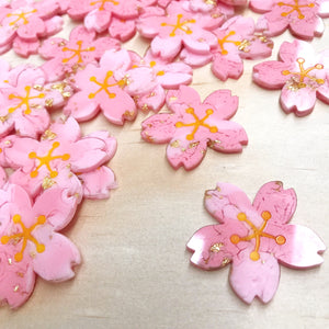 Sakura Resin Earrings w. Gold Flakes - edenki