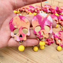 Load image into Gallery viewer, Helio Resin Skull Earrings - edenki