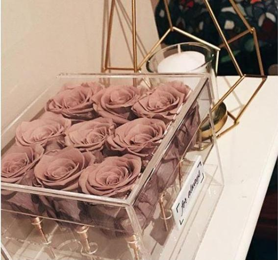 9 Large Roses