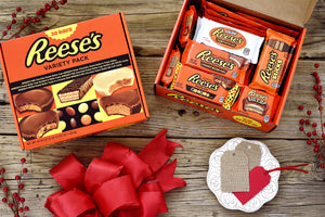 REESE'S Chocolate Peanut Butter Holiday Candy Variety Pack Gift Set, 30 Count
