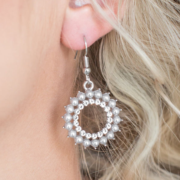 Paparazzi Accessories jewelry - www.5dollarstylemaven.com - Wreathed In Radiance - Silver - Paparazzi Accessories -