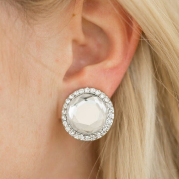 Paparazzi Accessories jewelry - www.5dollarstylemaven.com - Positively Princess - White -