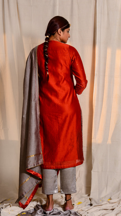 Red dyed and zari embroidered chanderi silk kurta - Aavaran Udaipur