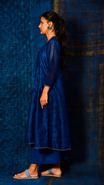 Indigo dyed A-line kurta with printed Inner