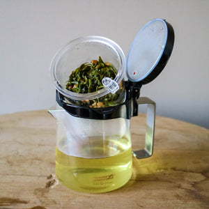 PUSH-BUTTON TEA BREWER
