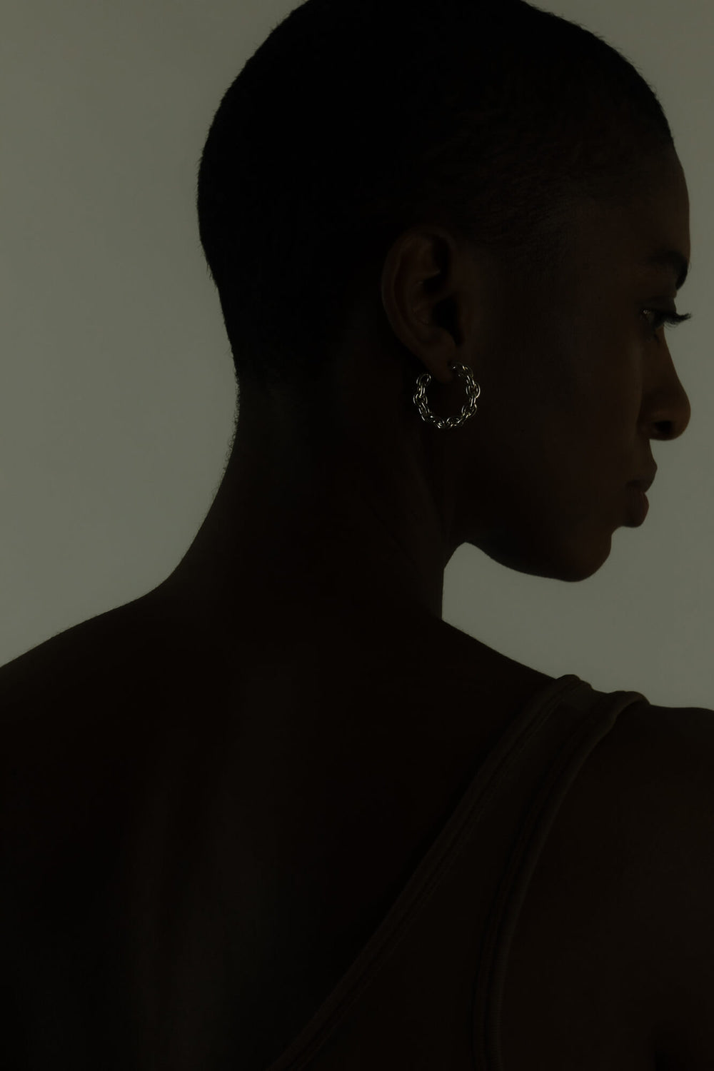 Link chain earring with a high gloss finish. Fine jewelry handmade in Berlin.