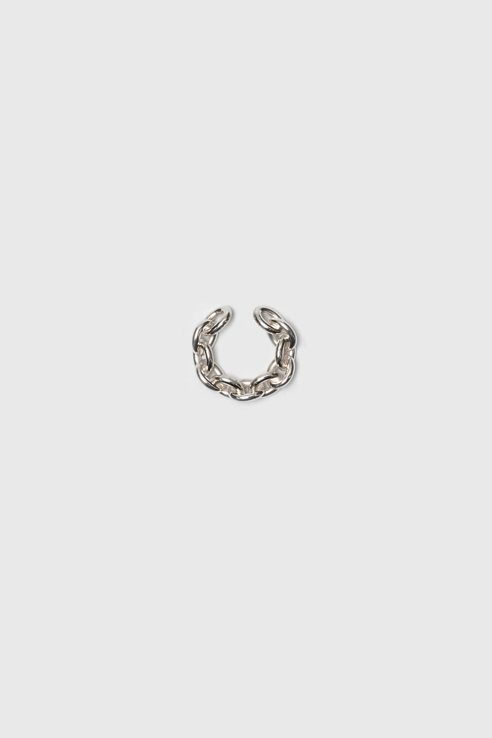 Polished link chain earcuff. Silver jewelry handmade in Berlin.