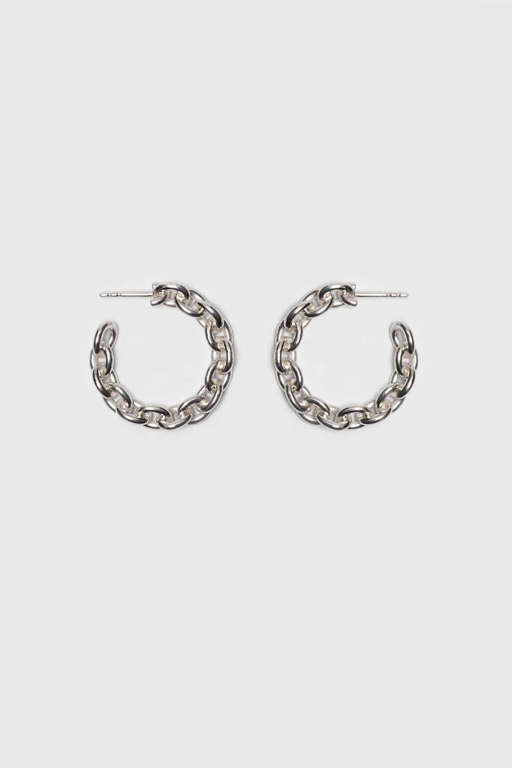 Link chain earrings with a high gloss finish. Fine jewelry handmade in Berlin.