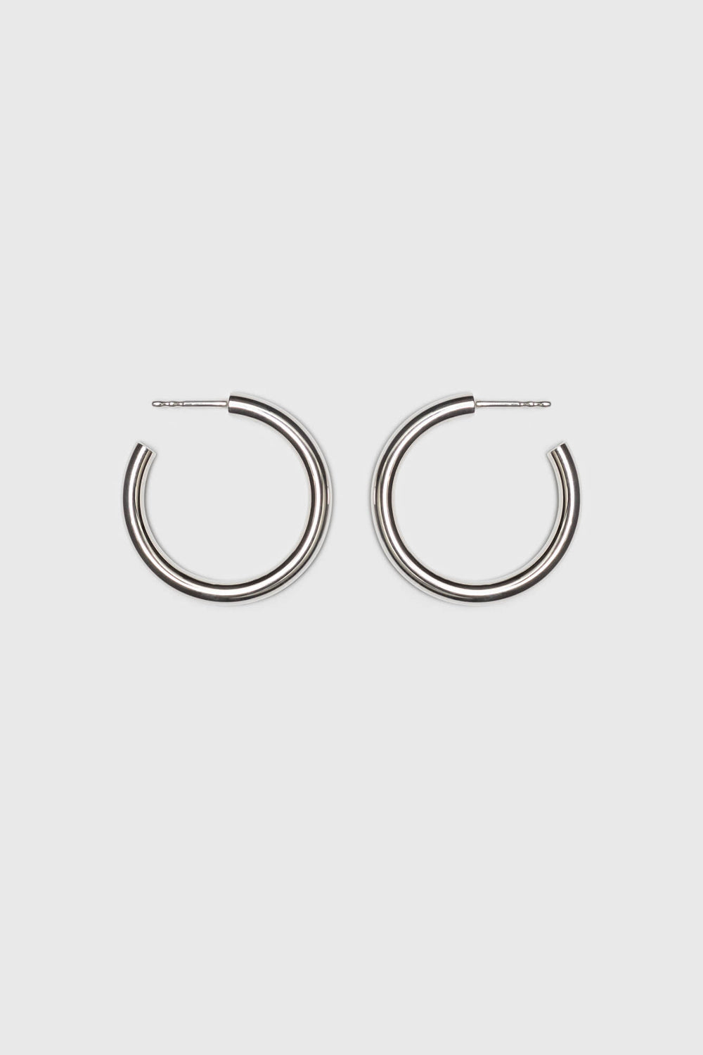 Big hoop earrings made of a bold silver wire. Fine jewelry handmade in Berlin.