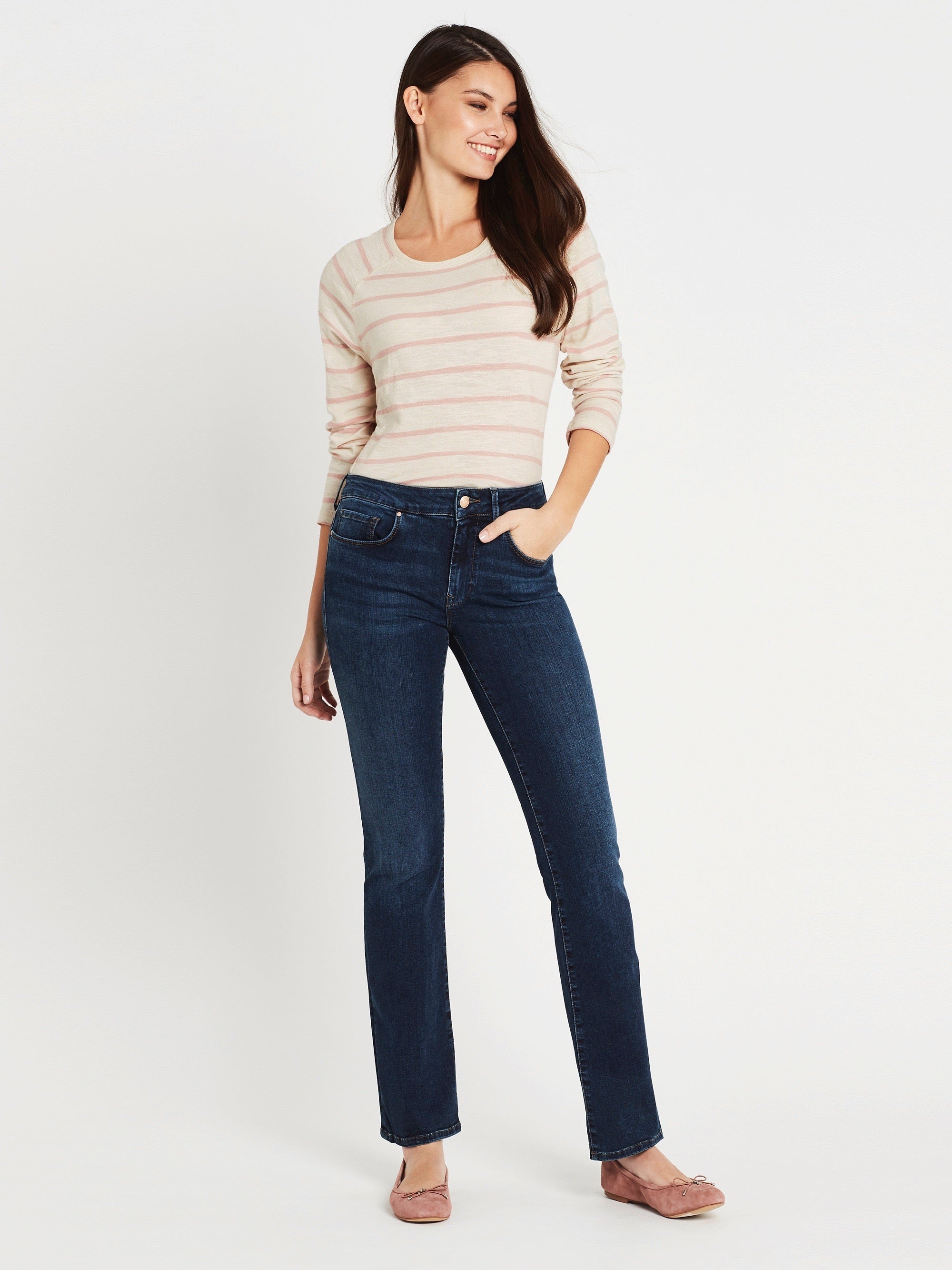 Bella Slim Bootcut Jeans in Dark Tribeca