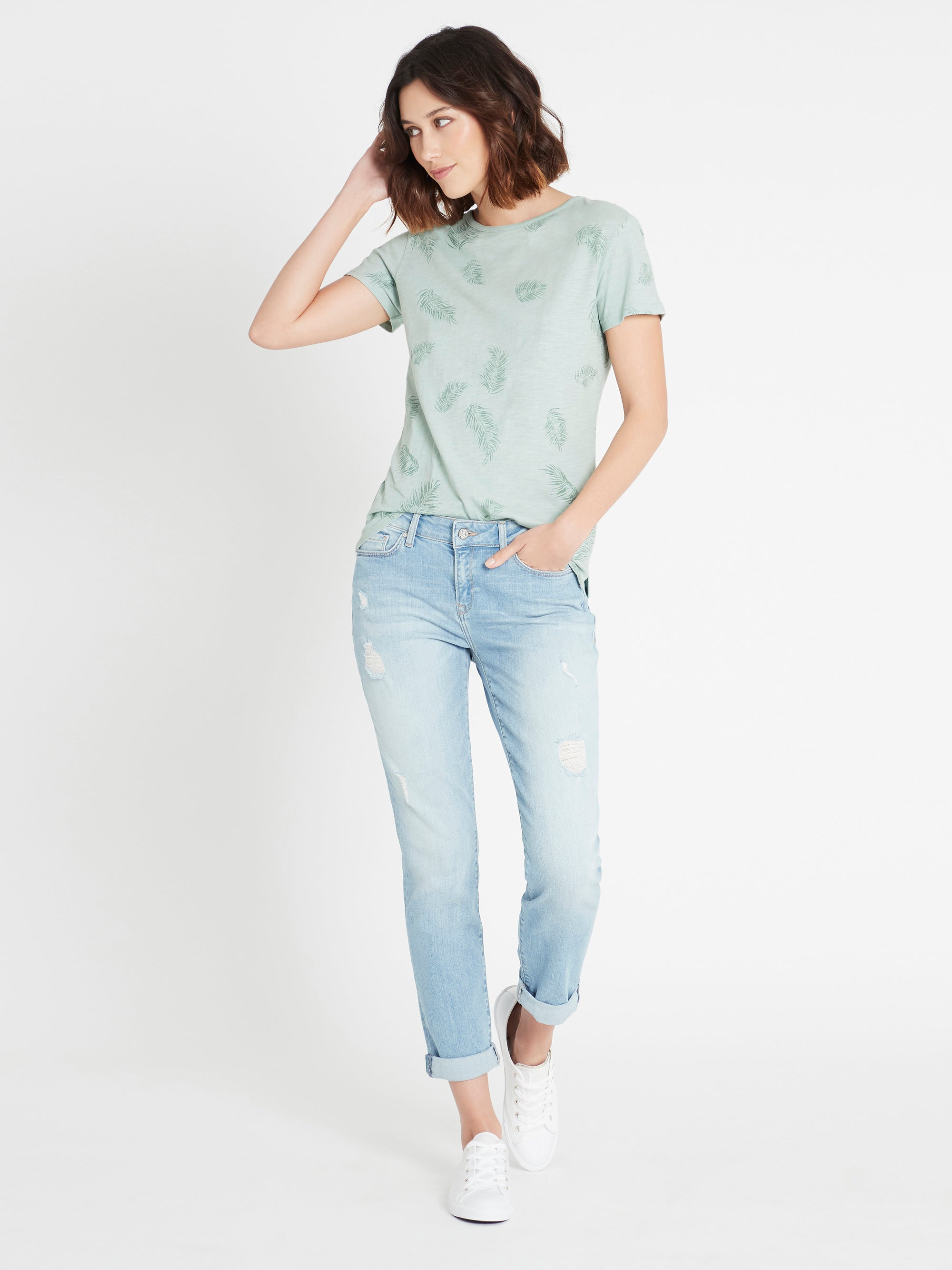Emma Slim Boyfriend Jeans in Light Ripped Vintage