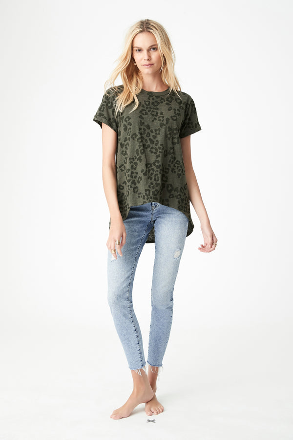 Maddie High Low Printed T-Shirt in Utility Leopard - Mavi Jeans
