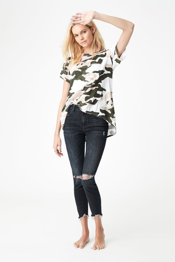 Maddie High Low Printed T-Shirt in Stone Camo - Mavi Jeans