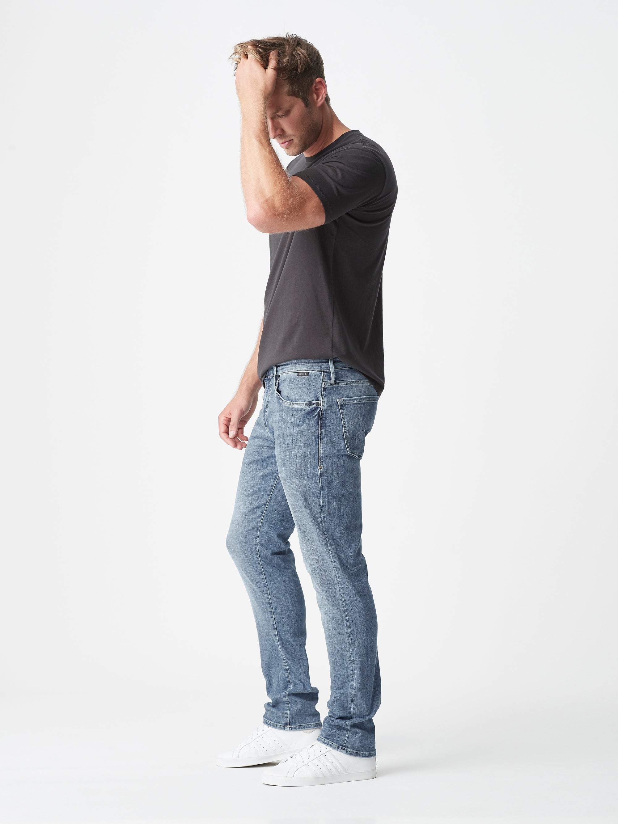 Marcus Slim Straight Jeans in Mid Brushed Organic Move