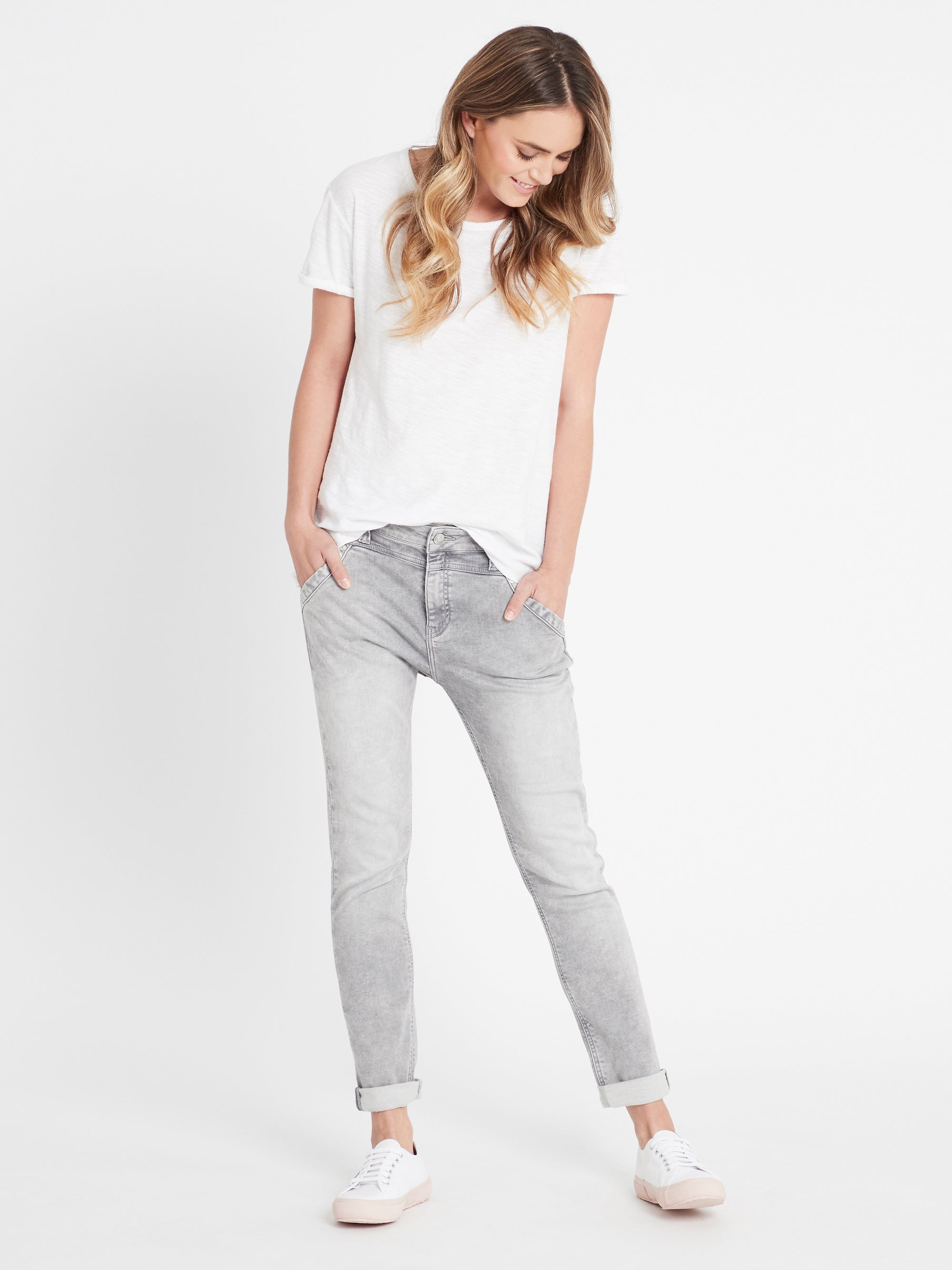 Leona Slouchy Boyfriend Jeans in Light Grey Sporty