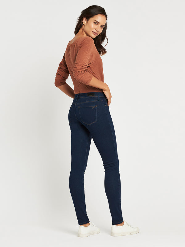 Alexa Skinny in Shaded Rinse Gold Lux Move - Mavi Jeans
