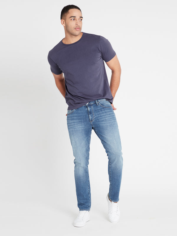 Marcus Slim Straight in Light Indigo Mavi Black - Mavi Jeans
