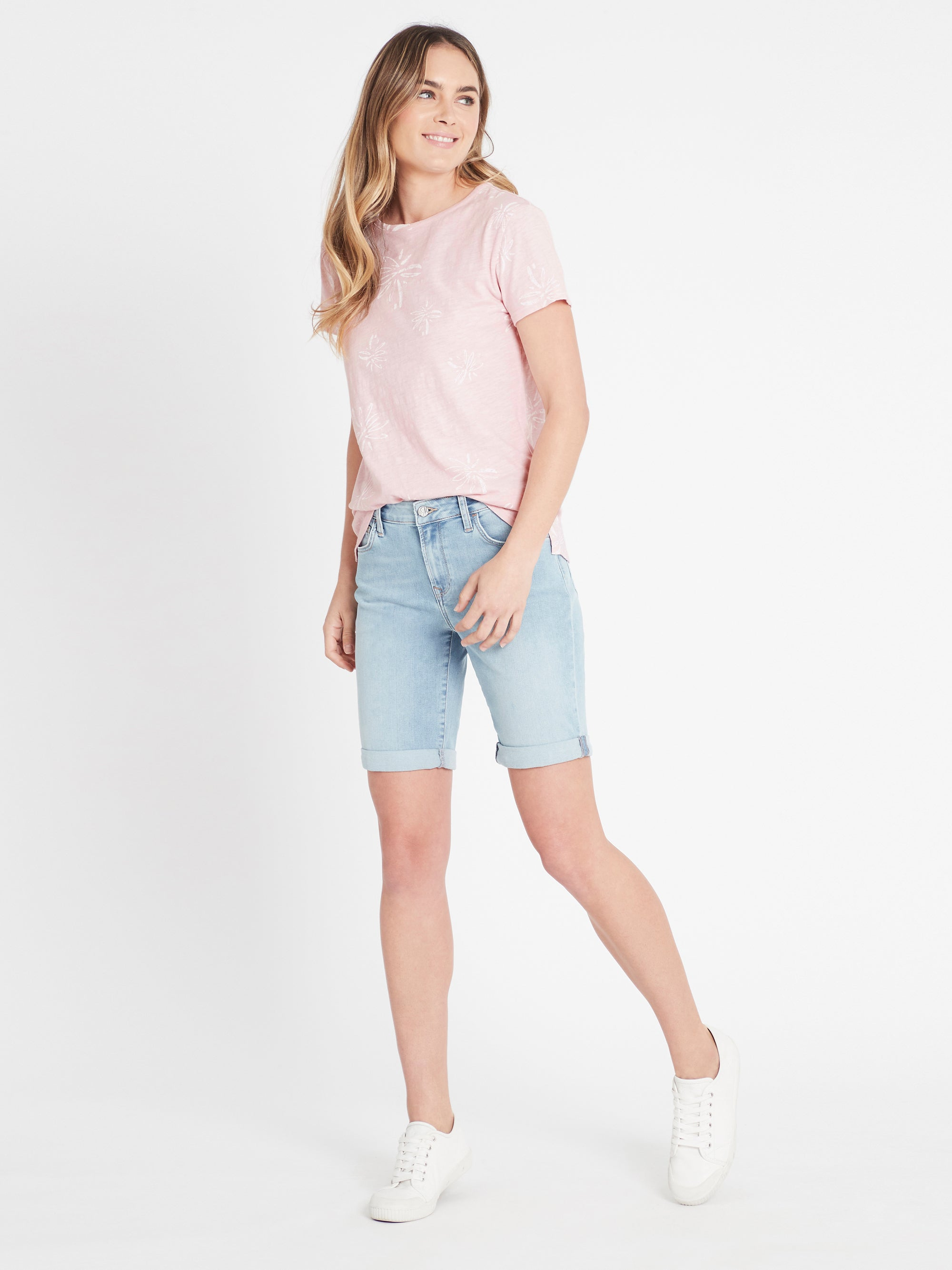 Alexis Bermuda Short in Light Blue Vintage Stretch