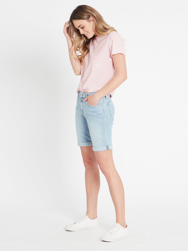 Alexis Bermuda Curve Short in Light Blue Vintage Stretch - Mavi Jeans