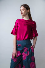 Load image into Gallery viewer, REVERSIBLE Rosie Silk Top - Red Flower Vines