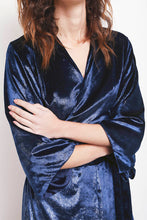 Load image into Gallery viewer, REVERSIBLE Chloe Velvet Kimono - Midnight Shimmer/Navy