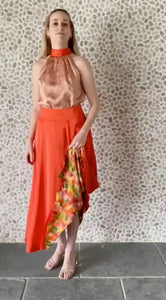 https://cdn.shopify.com/s/files/1/0047/2563/7233/files/Sophie_Sandstone_Top_AND_Lizzy_Skirt.mp4?v=1612957266