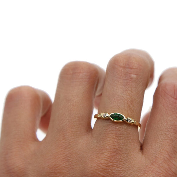 OVAL GREEN RING
