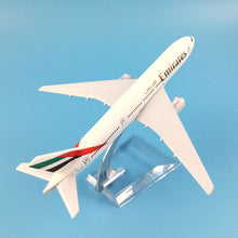Load image into Gallery viewer, Emirates B777