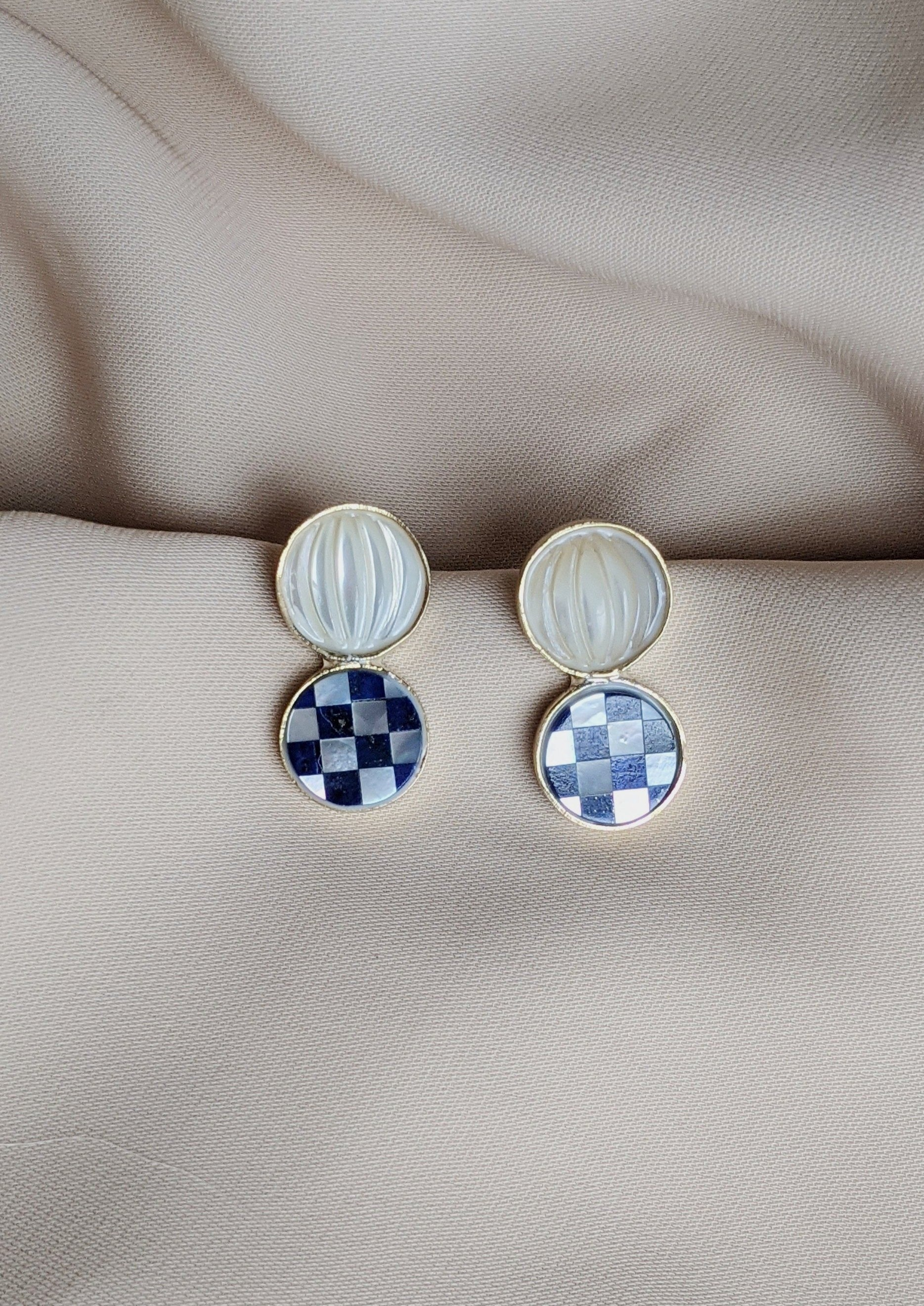 Checkerboard Posts Lapis & MOP (Circles)