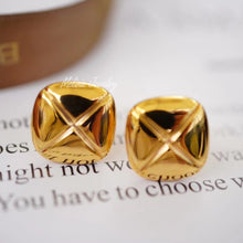 Load image into Gallery viewer, SHINE Rhombus Button 18K Gold Earrings