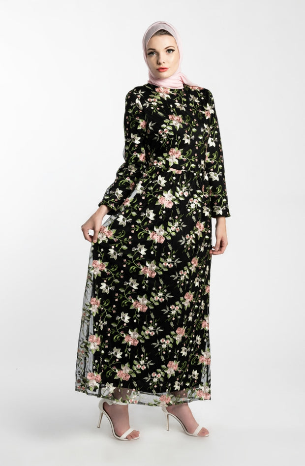 GARDEN EMBROIDERED LACE MAXI DRESS --BLACK