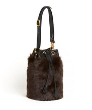 画像をギャラリービューアに読み込む, Drawstring Shearling Bag with 2 Way Shoulder Strap - L / Brown Shearling & Black - (ki:ts)