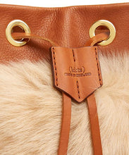 画像をギャラリービューアに読み込む, Drawstring Shearling Bag with 2 Way Shoulder Strap - L / Biscuit Shearling & Tan - (ki:ts)