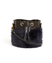 画像をギャラリービューアに読み込む, Drawstring Shearling Bag with 2 Way Shoulder Strap - S / Navy Shearling & Black - (ki:ts)