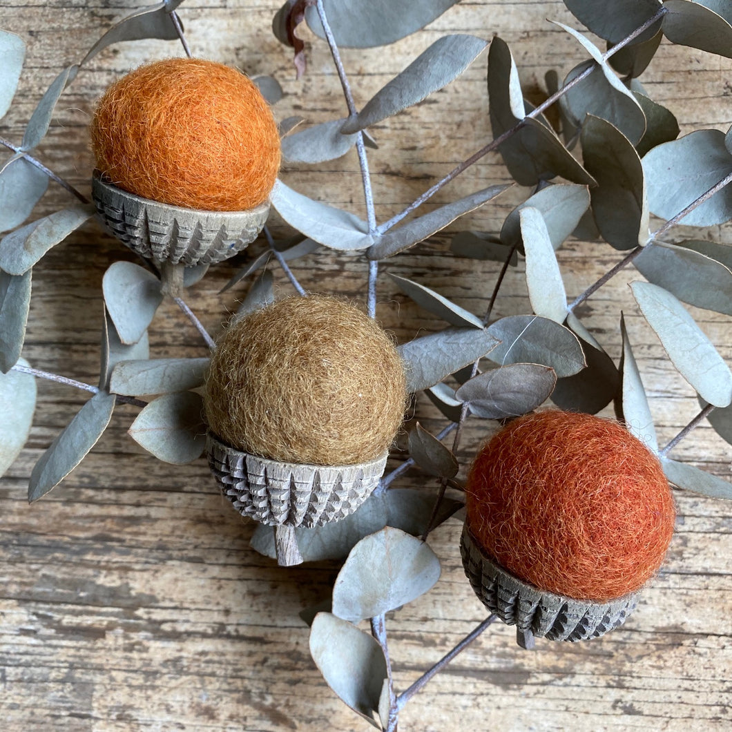 felt acorns ~ natural pack of 3