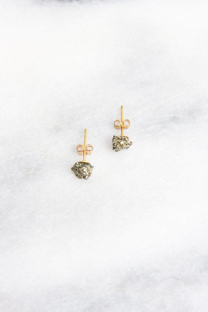 0696_PYRITE MINIMALIST PURISTIC EARRINGS GOLD