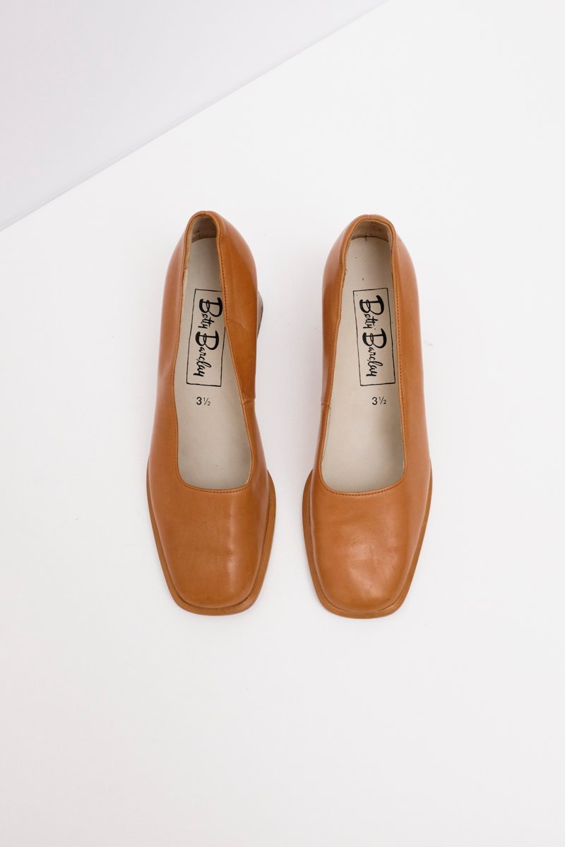 0192_WOOD HEEL CARAMEL PUMPS 36 37