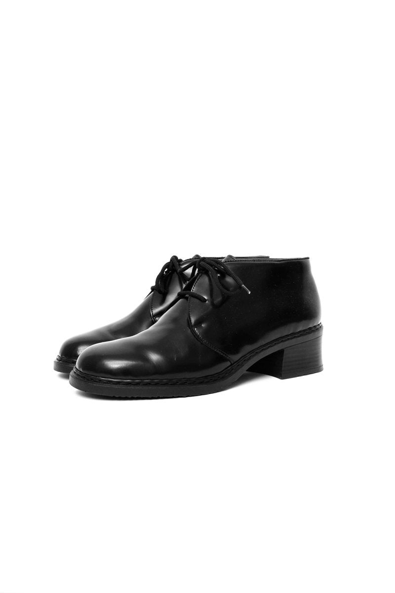 0533_PATENT 40 41 PURISTIC LACE-UPS
