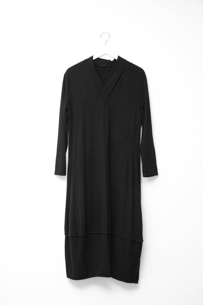 0728_OSKA VINTAGE BLACK COCOON JERSEY MAXI DRESS