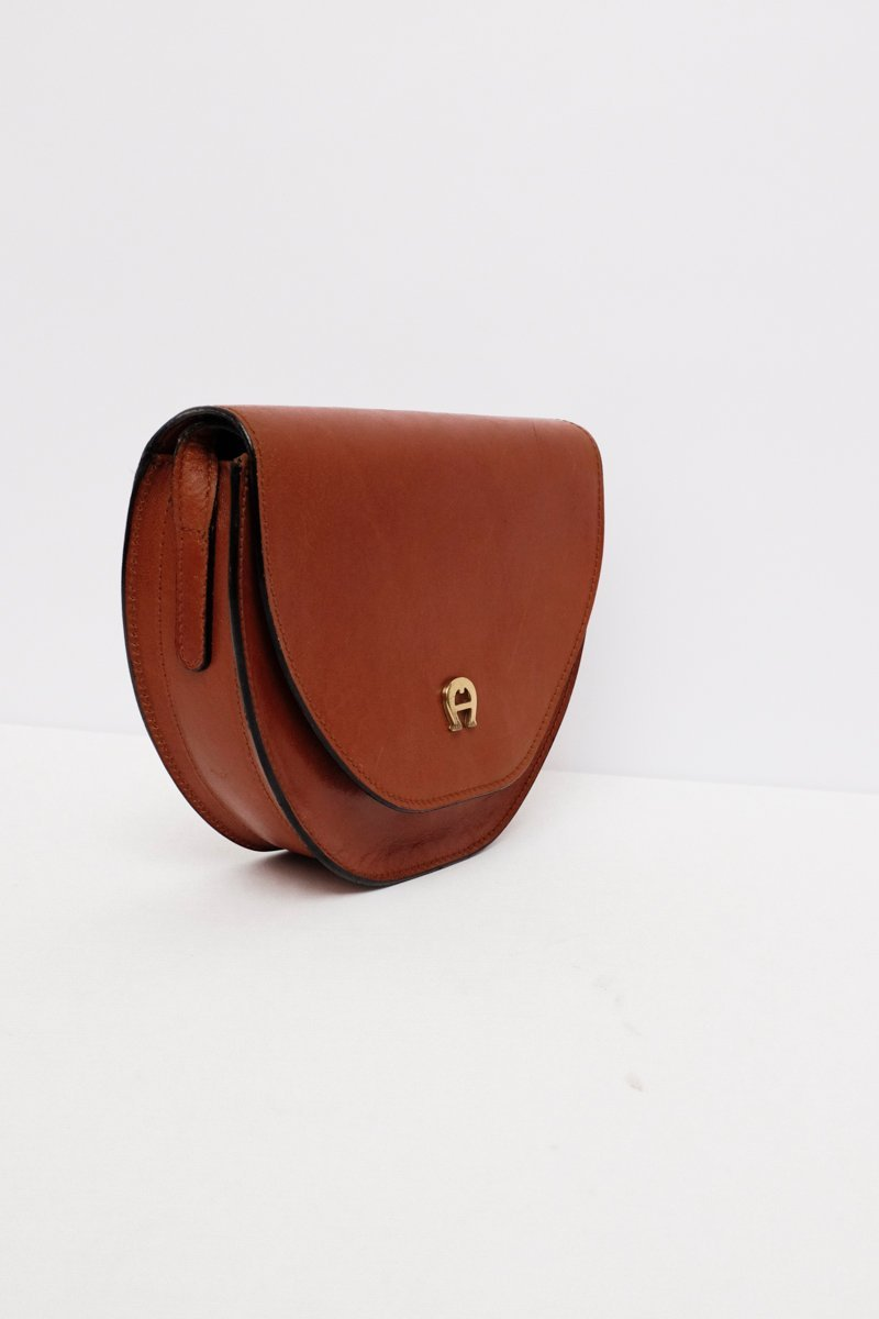 0197_AIGNER HALF MOON BAG COGNAC