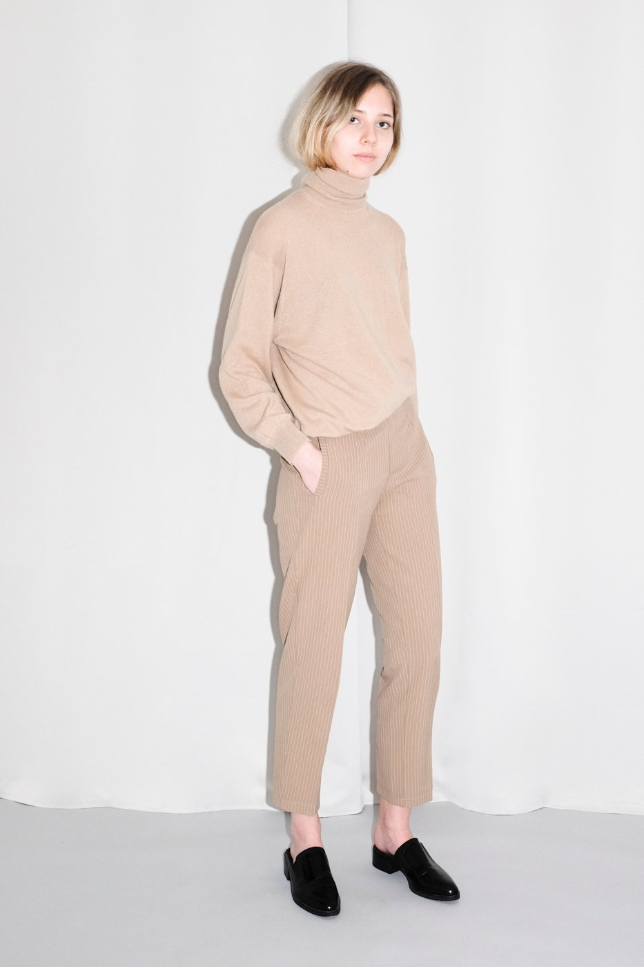 0334_CASHMERE NUDE TURTLE NECK SWEATER