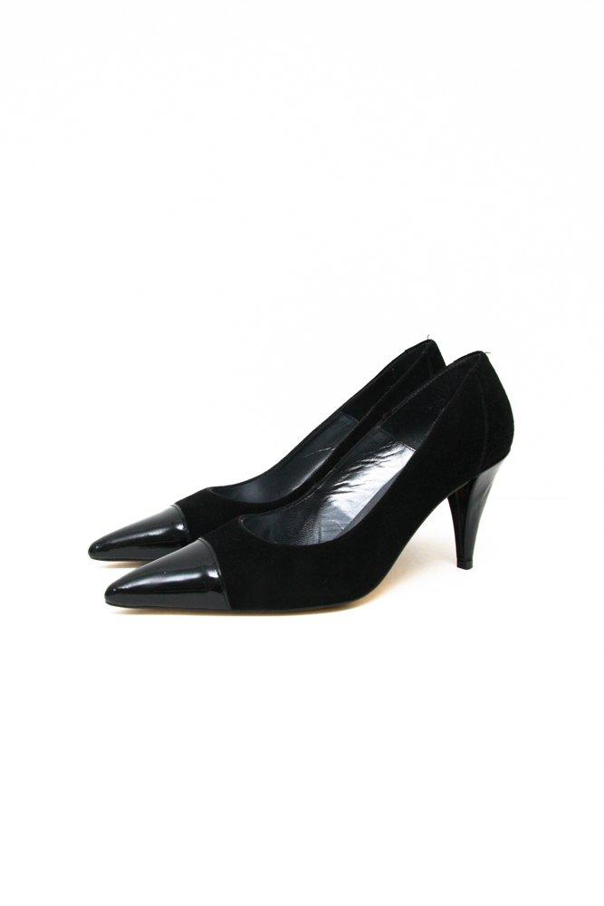 0704_40 BLACK POINTY SUEDE PATENT LEATHER PUMPS