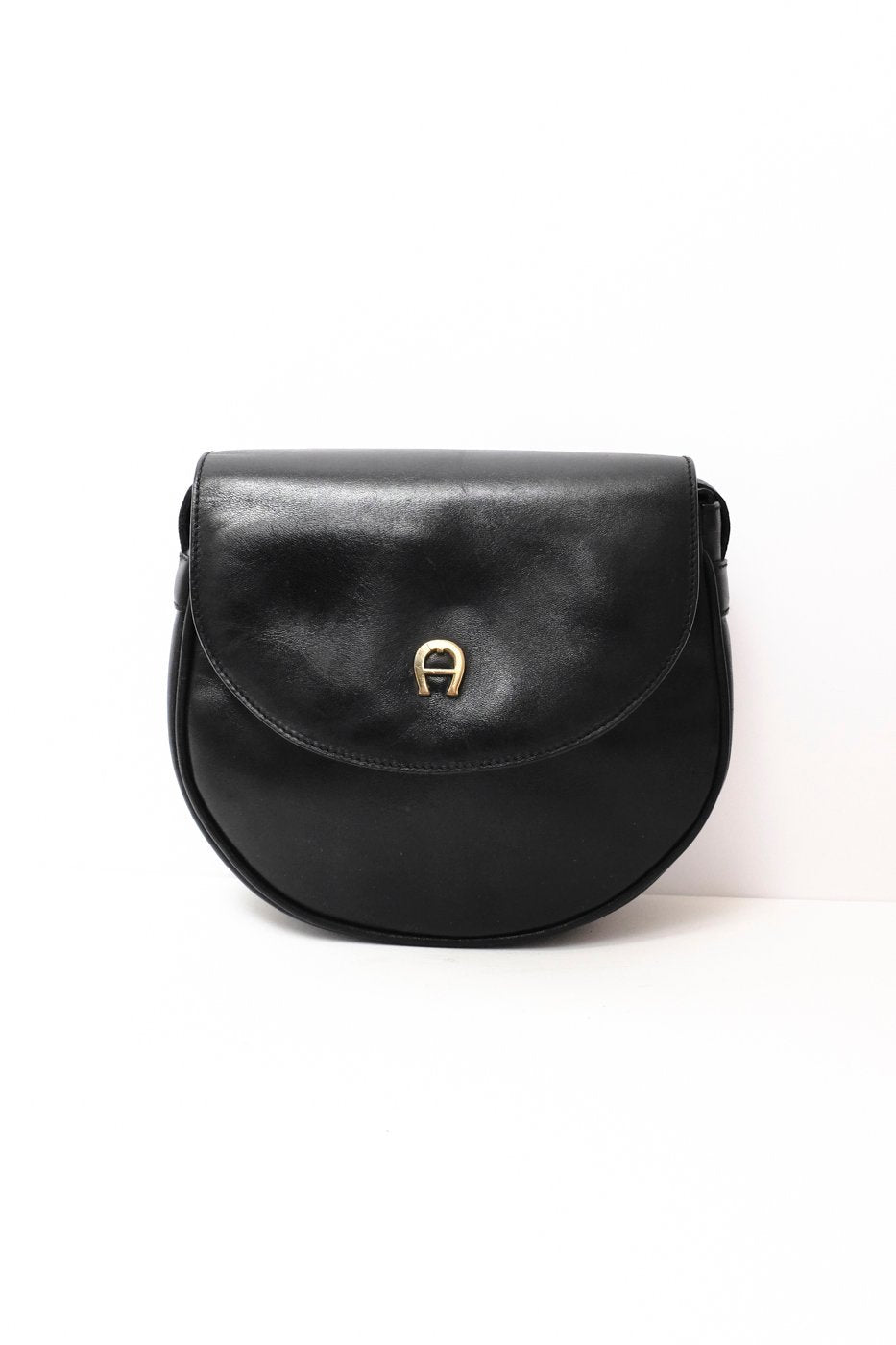 0300_AIGNER BLACK HALF MOON BAG