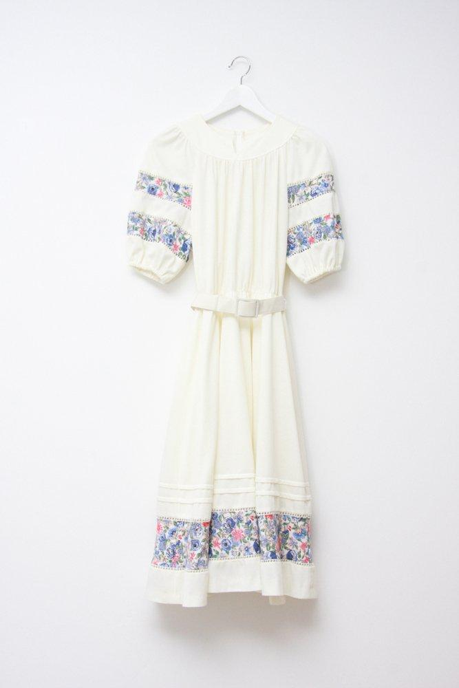 0746_VINTAGE WHITE FLORAL PUFFED DRESS